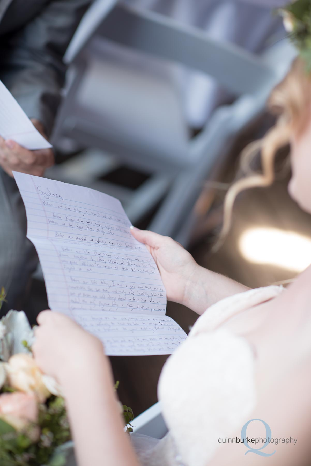 bride reads note from groom before wedding oregon