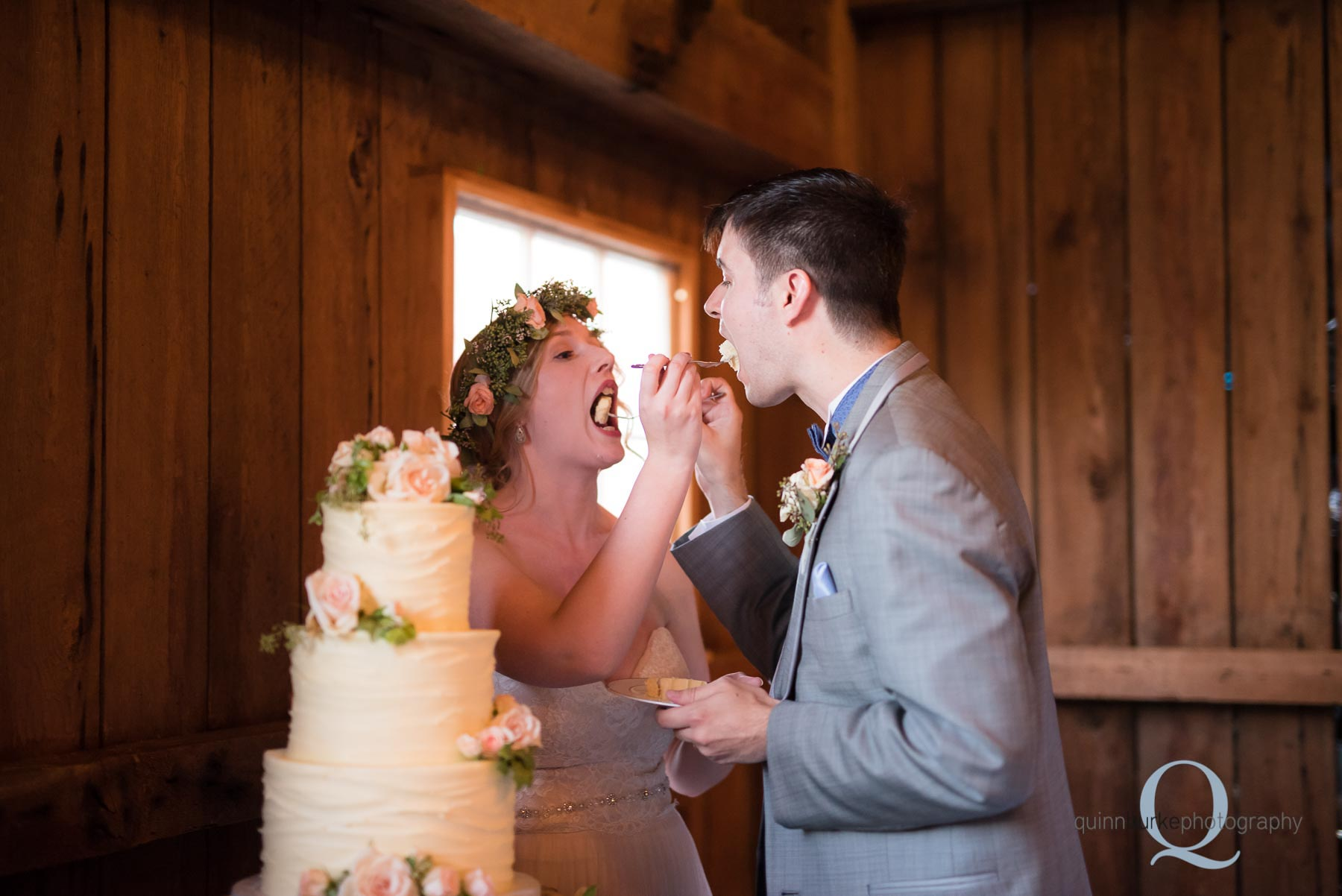 cake cutting oregon barn wedding at Perryhill Farm