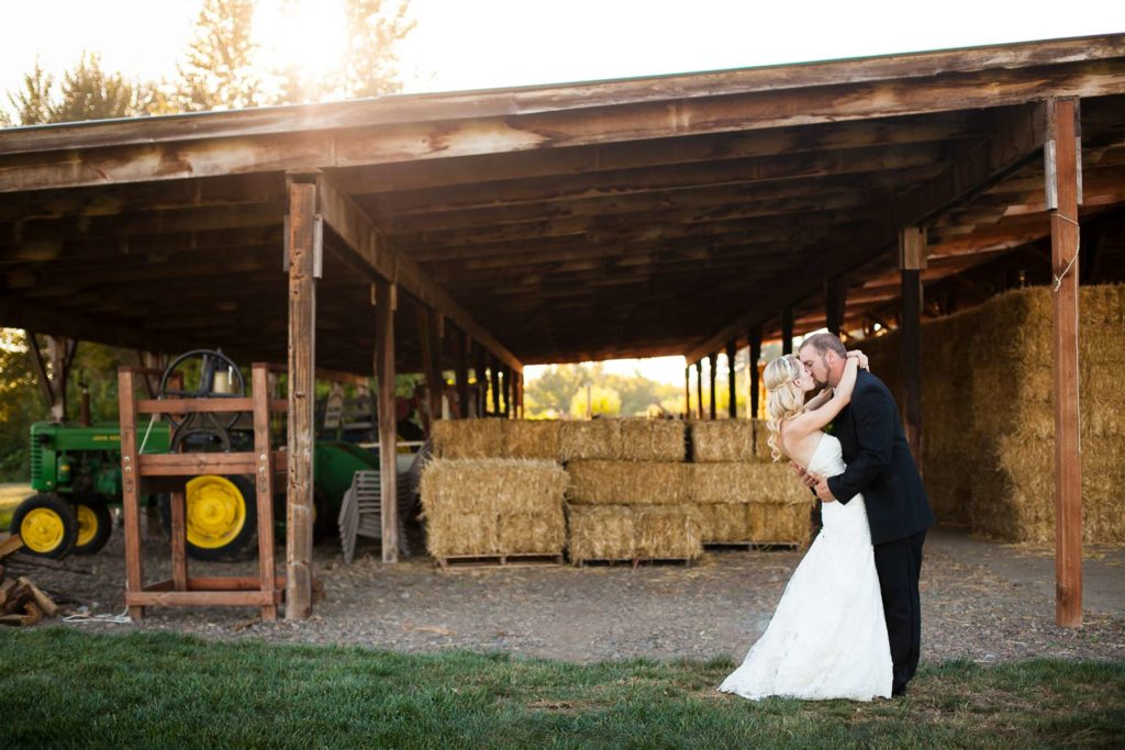 bride groom kiss golden sunset heiser farms wedding salem dayton oregon