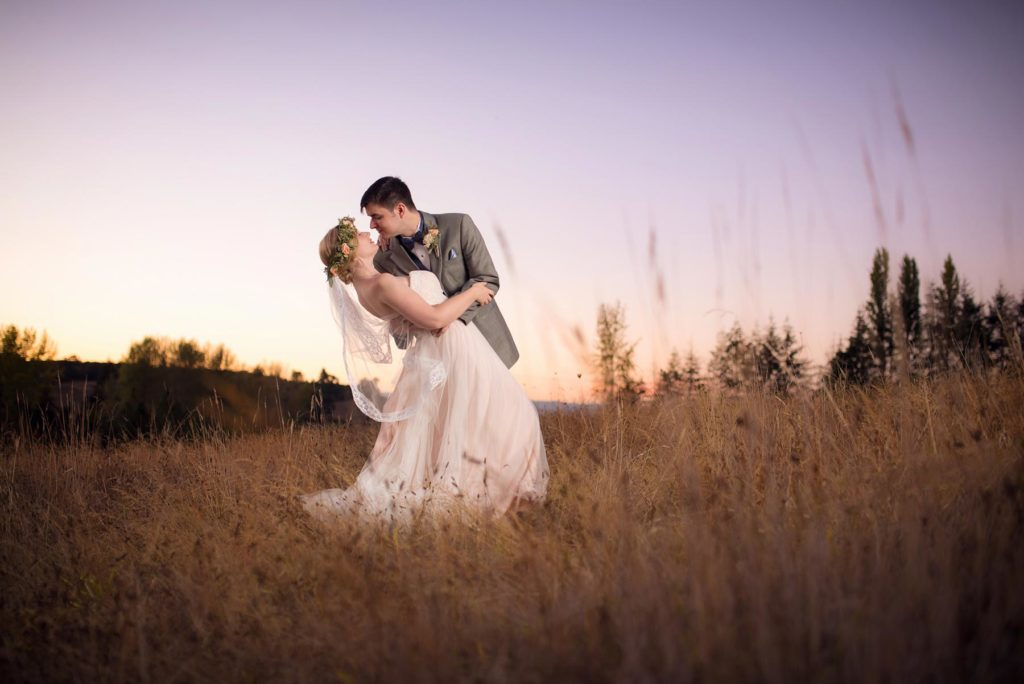 bride groom sunset dip kiss perryhill farm wedding dallas salem oregon