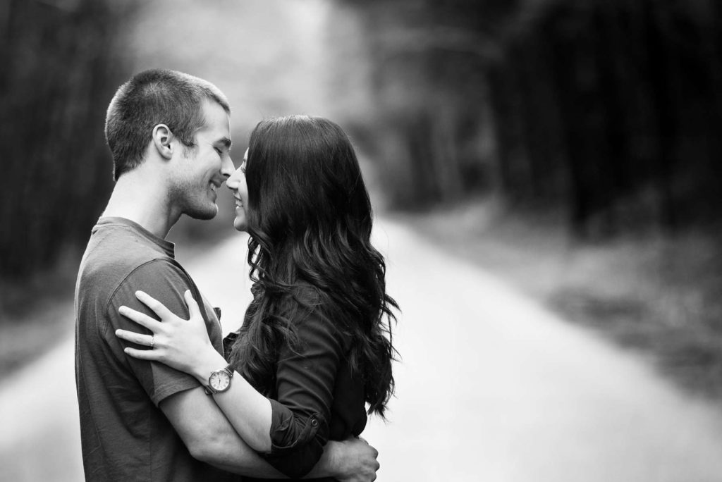 engagement portrait black white kiss alsea falls oregon