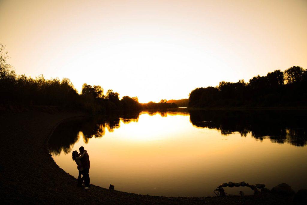 engagement photo golden sunset silhouette minto brown park salem oregon